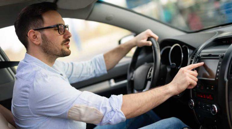 auto con navigatore gps