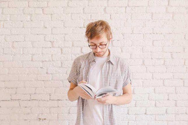 occhiali per leggere libri